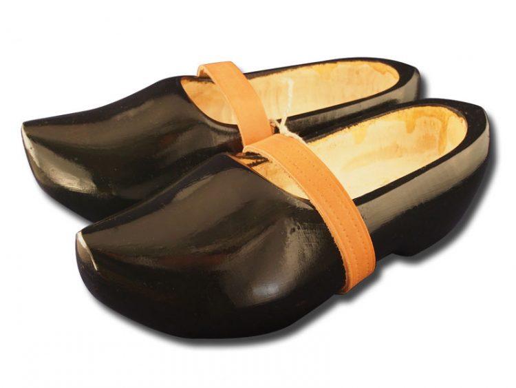 黑色的木鞋模型 trip 01