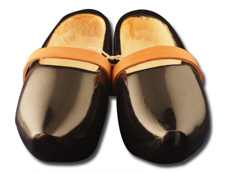 黑色的木鞋模型 trip 02