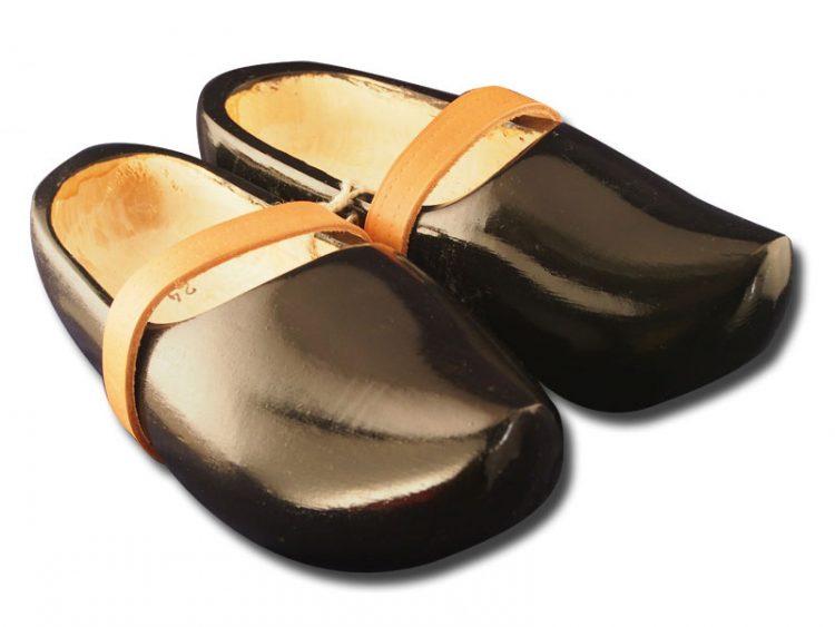 黑色的木鞋模型 trip 03