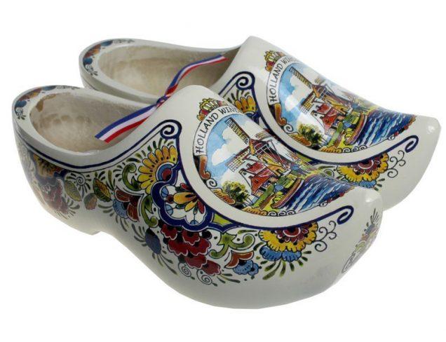 五颜六色的木鞋磨房装饰